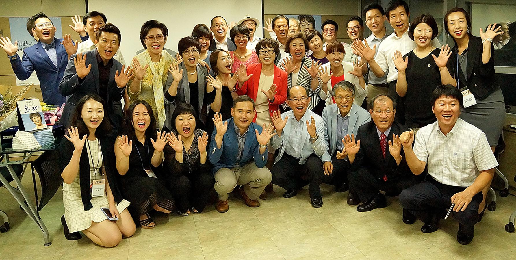 출판 기념회 참석자들
