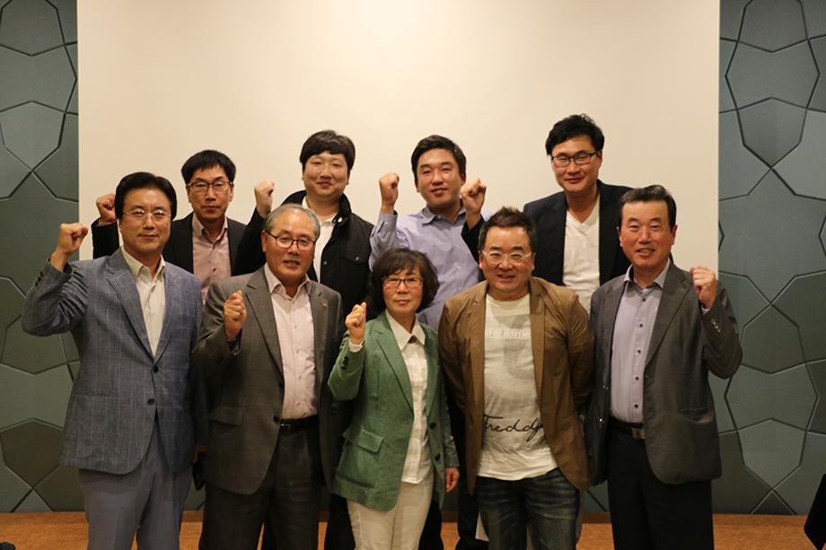 참여한 대표님들과의 사진(1)