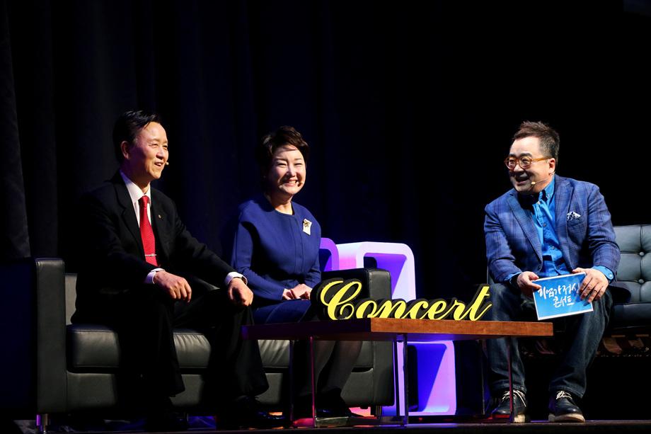김시동 대표이사, 백선희 대표, 김영세 회장